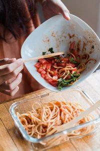 Como organizar la comida y reducir el plástico en la cocina. 2