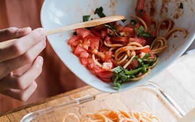 Como organizar la comida y reducir el plástico en la cocina.
